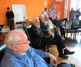Der Salon beginnt sich vor der Lesung Hans Thies zu füllen