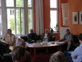Das Podium - besetzt mit vier Experten für den Wohnungsbau der DDR