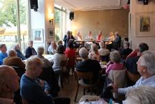Unter den zahlreich erschienenen Gästen befinden sich viele Experten für DDR-Wirtschaft.