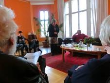 Katrin Rohnstock moderiert die Lesung aus »Rotes Grün« an