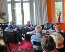 Gerhard Rainer Jüngel im GD-Salon rechts neben seinem Stellvertreter Werner Prischmann und Katrin Rohnstock