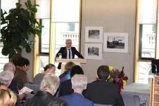 Prof. Dr. Benjamin-Immanuel Hoff, Chef der Thüringer Staatskanzlei und Minister für Kultur-, Bundes- und Europaangelegenheiten in Thüringen, spricht die Grußworte.