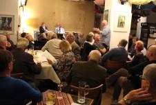 Das Publikum beteiligte sich rege an der Diskussion