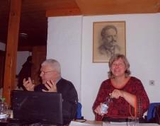 Katrin Rohnstock und Herbert Roloff diskutieren mit der AG Senioren in Leipzig über das Buch »Jetzt reden wir«