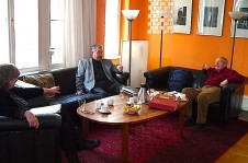 Joachim Lezoch im Generaldirektoren-Salon, rechts neben ihm Prof. Roesler und Katrin Rohnstock