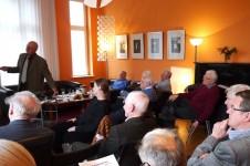 Dr. Peter Lietz bei seinem Vortrag im GD-Salon
