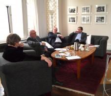 Auf der Couch nahmen Katrin Rohnstock (Moderation - links), Winfried Noack, Franz Knieps und Dr. Heinrich Niemann (rechts) Platz.